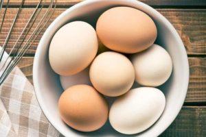 Различные куриные яйца
