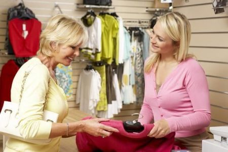 Общение с клиентом магазина одежды