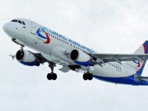 Взлет самолета Уральские авиалинии