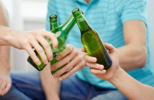 Распитие безалкогольного пива подростками