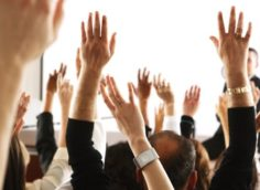 Голосование руками на ОСС МКД