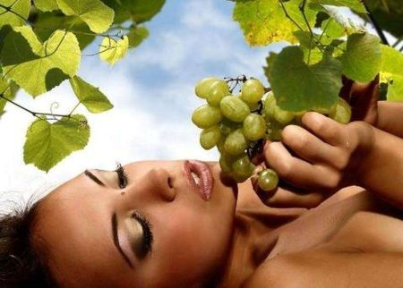 Виноград листья